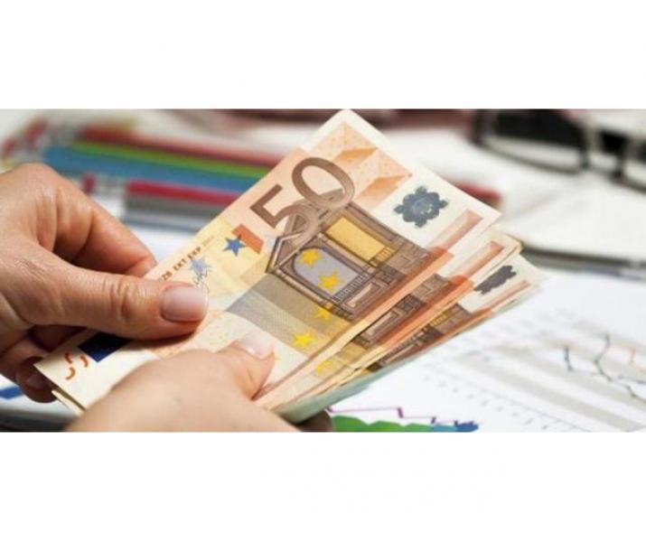 Aplicați pentru un împrumut cu asigurare garantată și dobândă de încredere